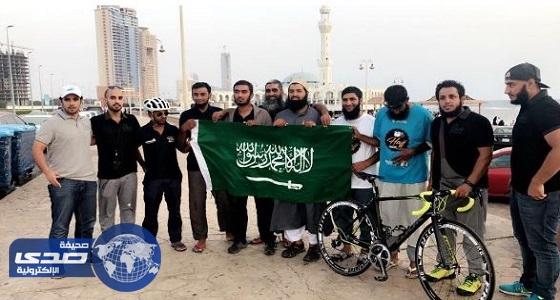 بالفيديو.. بريطانيون يصلون إلى جدة على دراجاتهم لأداء فريضة الحج