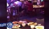 بالفيديو.. سقوط فأر من سقف مطعم يُثير ذعر الزبائن