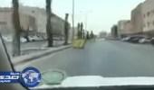 أمانة الرياض تتفاعل مع فيديو وجود حاويات قمامة على المسار الأيسر بأحد الشوارع