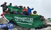 بالصور.. عضو بالشورى يرفع علم المملكة فوق الهيمالايا