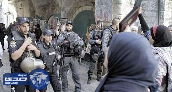 قوات الاحتلال الإسرائيلي تعتدي على المصلين وتعتقل فلسطينيين