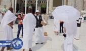 الهلال الأحمر تقدم المظلات والهدايا والنصائح التوعوية لضيوف الرحمن