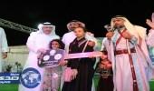 وكيل إمارة الباحة يسلم السيارة الثانية في مهرجان بلجرشي