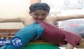 """بالفيديو والصور.. """" الخارق الصغير """" طفل مصري يقهر النار وجسده لا ينزف"""