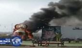 """بالفيديو.. حريق ضخم يلتهم """" براد شاي """" في أبها"""