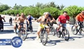 بالفيديو والصور.. الوليد بن طلال يقود سباق دراجات هوائية بشوارع تركيا