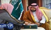 بالصور.. أمير جازان بالنيابة يتسلم تقريرًا عن منجزات فرع إدارة المجاهدين