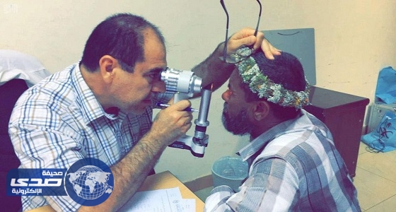 """"""" الاستشاري الزائر """" يقدم خدمات طبية لدارسي حملة محو الأمية"""