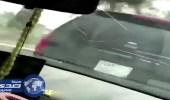 بالفيديو.. متهور يصدم سيارة عائلية من الخلف متعمدا