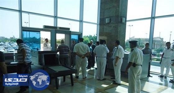 جمارك مطار القاهرة تضبط راكب حاول تهريب 10 ساعات تجسس من المملكة