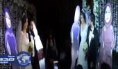 بالفيديو.. صور كرتونية لوالدتي عروسين تتسبب في بكاء الحضور