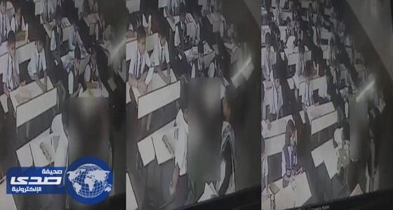 معلمة تصفع طالب 40 مرة على وجهه بدون رحمة