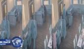 بالفيديو.. شاب مخمور يعتدى على امرأة حامل ويتسبب في إجهاضها