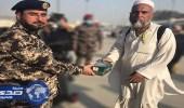 """قائد أمن المنشآت يشارك في توزيع وجبات وسقيا """" هدية """""""
