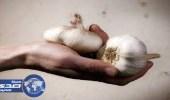 طريقة فعالة للتخلص من رائحة الثوم والبصل