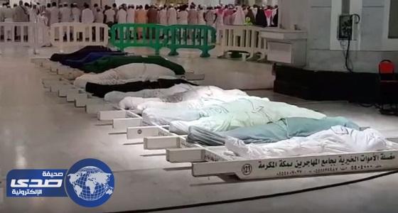 بالفيديو.. جموع المصلين تؤدي صلاة الميت على 41 جنازة بالمسجد الحرام