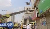 """بالصور.. """" مدني مكة """" يخمد حريقا بمحل تجاري"""