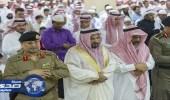 بالصور.. وكيل إمارة الباحة وجمع من المواطنين يؤدون صلاة عيد الأضحى