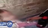 بالفيديو.. القبض علي والدان يجبران طفلتهما على شرب الخمر والسجائر