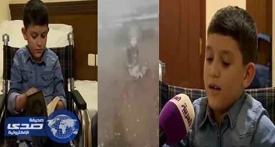 بالفيديو.. المملكة تحقق حلم طفل سوري مبتور القدمين بزيارة بيت الله الحرام