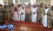 """بالصور.. محافظ العيدابي يتقدم جنازة الشهيدين """" طويش ومفرح """""""