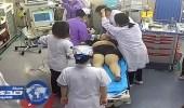 بالفيديو.. طبيب يٌمزق ملابس طفل لانقاذه من الموت ووالد الأخير يطالبه بتعويض