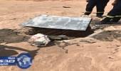 مواطن يكتشف حفرة عميقة بسفح جبل في تيماء