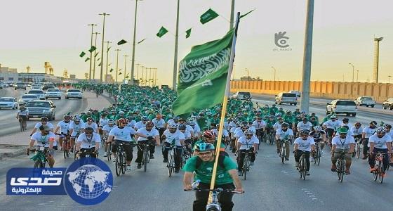 بالصور.. أمانة الرياض تنشر 5000 علم وتطلق فعاليات اليوم الوطني