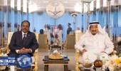 بالصور.. خادم الحرمين يستقبل الرئيس الصومالي