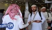 توزيع هدية خادم الحرمين من المصحف الشريف للحجاج المغادرين