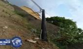 سقوط عمود كهرباء يهدد حياة مواطني قريه المطاريق