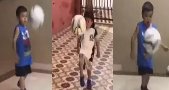 بالفيديو.. مهارات طفل في السيطرة على الكرة تحقق 10 ملايين مشاهدة