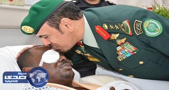 بالصور.. رئيس الحرس الملكي يزور مصابي الاعتداء الإرهابي في جدة