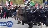 بالصور.. آلاف الموظفين يحتجون ضد ماكرون بعد تجميد رواتبهم