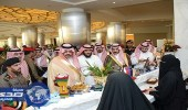 بالفيديو.. أمير حائل يشتري بضائع من الأسر المنتجة