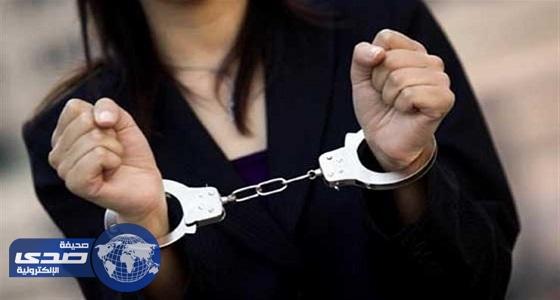 أم تصاب بصدمة بعد القبض على ابنتيها بتهمة ممارسة الأعمال المنافية للآداب