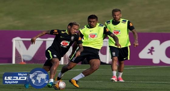بالصور..نيمار يغادر مران المنتخب البرازيلي قبل انتهاءه