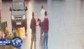 """بالفيديو.. زبون يقتل حلاقه بعد """" قصة لم تعجبه """"!"""
