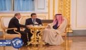 بالصور.. بوتين يقدم الشاي للملك سلمان في الكرملين