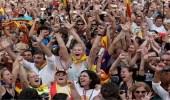 بالفيديو والصور.. الآلاف يحتفلون بانفصال إقليم كتالونيا