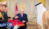 الرئيس التونسي يقلد سلطان بن سلمان أرفع الأوسمة
