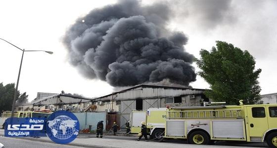 بالصور.. السيطرة على حريق في مستودع بحي الخالدية بالدمام