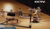بالفيديو.. أمريكي يتفوق على روبوت في مسابقة قذف الكرة نحو السلة