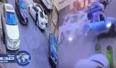 """بالفيديو.. الإطاحة بـ """" 3 """" شبان اصطدمت مركبتهم بسيارة متوقفة في الشرقية"""