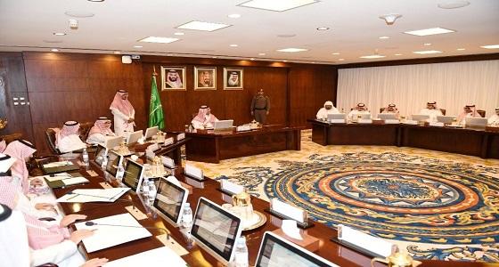 نائب أمير عسير يترأس اجتماع فريق عمل برنامج ريادة