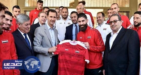 بالصور.. بشار الأسد يستقبل لاعبي المنتخب السوري