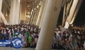 صور.. جماهير الأهلي والاتحاد يتركون الديربي لأداء الصلاة في ملعب الجوهرة