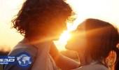 دراسة: القبلة تفضح طبيعة العلاقة بين الزوجين