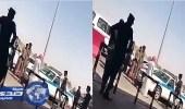 بالفيديو.. جلد متحرش أمام المارة