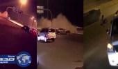 بالفيديو.. مفحط يطير من سيارته ويصطدم بعمود لافتة في الرياض